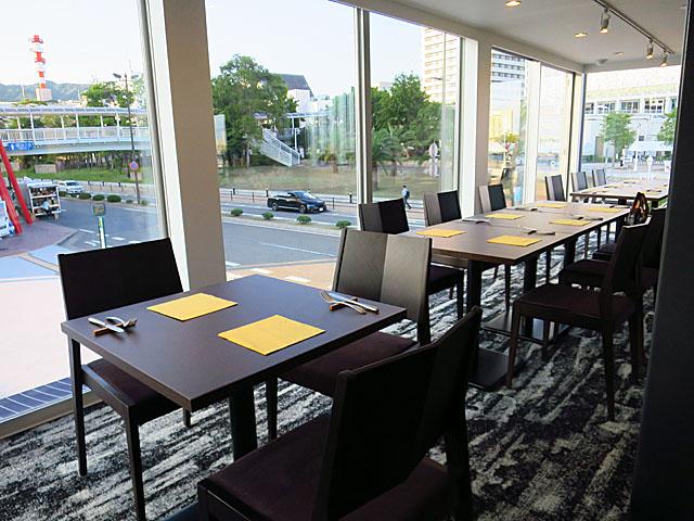ソー・テーブル・コウベ ゼロサンサンゼロ 店中2階