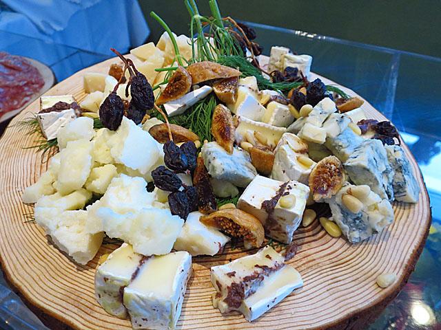 ソー・テーブル・コウベ ゼロサンサンゼロ チーズいろいろ