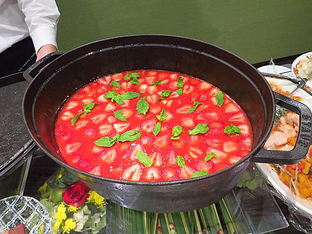 ソー・テーブル・コウベ ゼロサンサンゼロ 苺のパンナコッタ