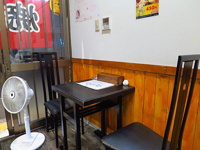 生麺焼そば こなひろ テーブル席