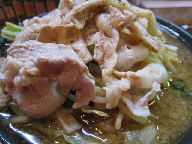 神戸ちぇりー亭 ド根性醤油の野菜盛、肉盛アップ