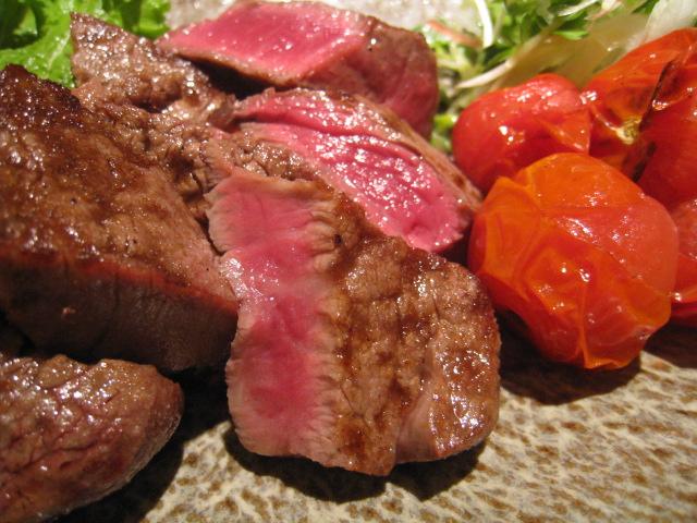 「宮崎牛のステーキ」アップ