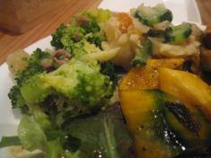 バカンス食堂 ブロッコリーのアーリオとポテトサラダ