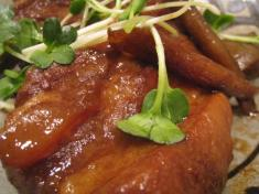 とんこつ(骨付き豚バラ肉の芋焼酎煮込み。) アップ