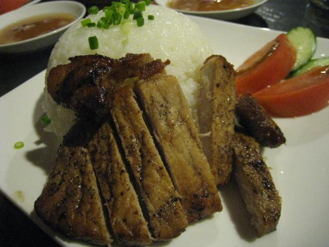 バイ・サッチュルーク(豚肉のせご飯)