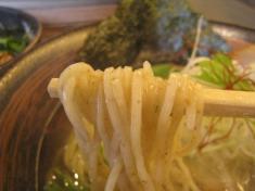 麺、箸持ち