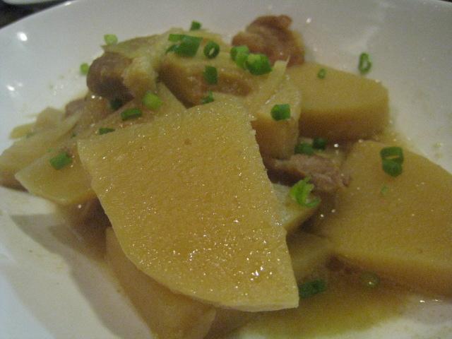 カンボジアのお袋の味、豚バラとタケノコの煮物「コー・サッチュルー」