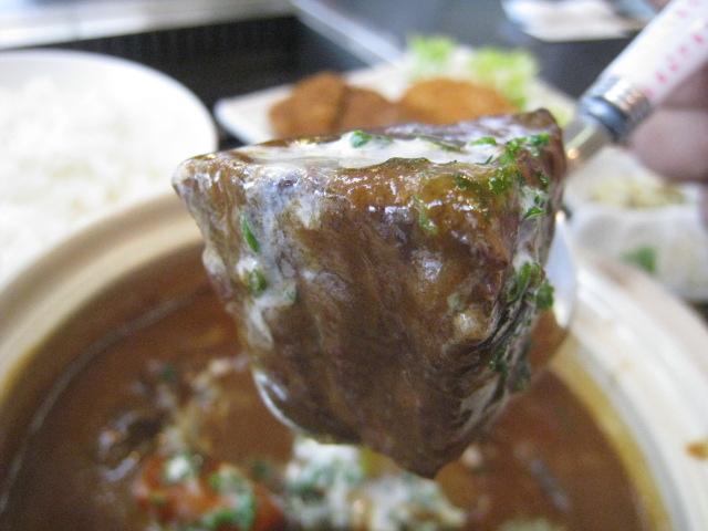 ビーフシチュー 肉の固まり 1