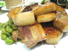 溢彩流香 紅焼五花肉(豚バラの角煮)  横から