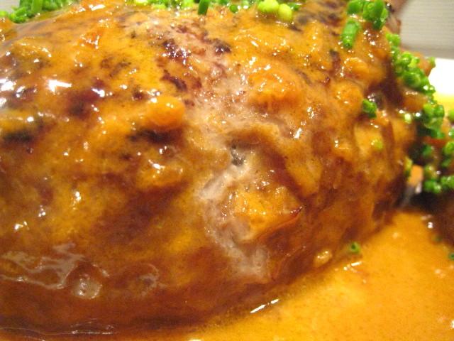 ハンバーグ 特製オングロワーズソースで 肉汁