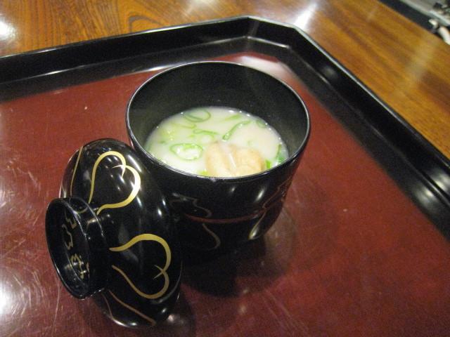 とち餅と葱の白味噌汁