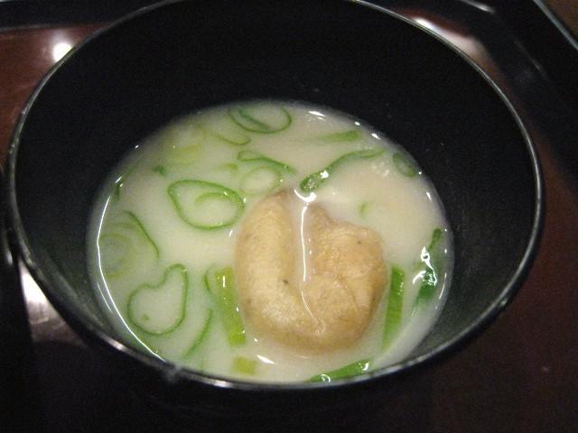 とち餅と葱の白味噌汁 アップ