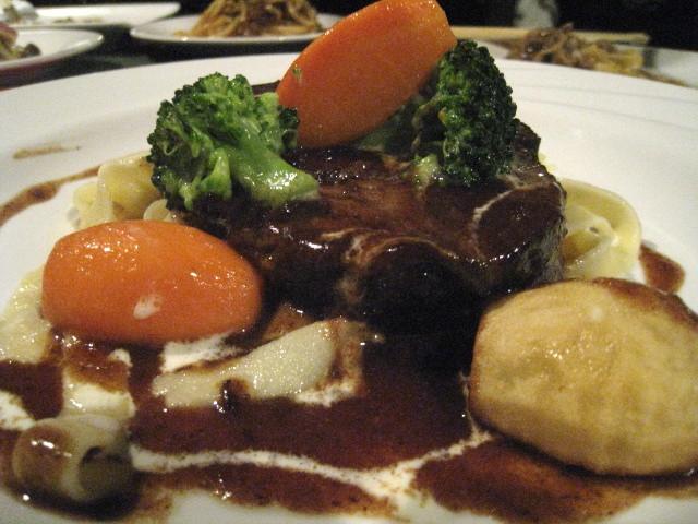 「バラ肉を使った牛肉のシチュー「とろ~り」デミグラスソース(限定商品) @1890」