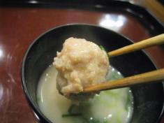 ひね鶏のミンチと葱の白味噌仕立て お箸もち