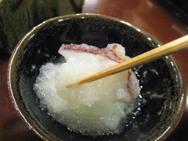 梅肉種と入り酒の昆布出汁に、大根おろしを入れて