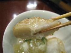 丸大根、蕪の蟹餡 揚げた人参葉添え お箸もち