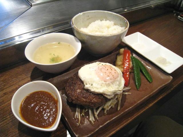 こだわり和牛ハンバーグ100%(ラージ225g) デミグラスソース +目玉焼き(+50円)