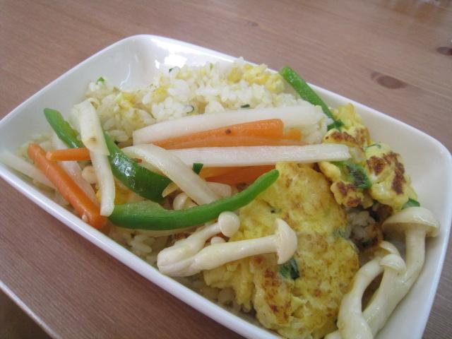 炒飯 with ちょと野菜炒め 350円