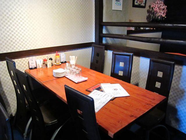 店中 テーブル席