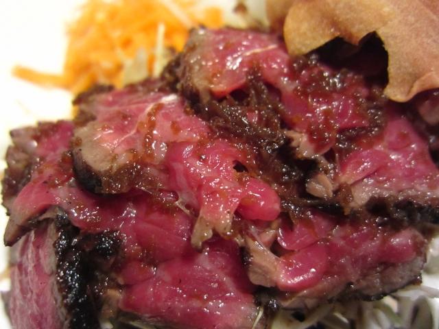 s-黒毛和牛ランプ肉炙りタタキ アップ