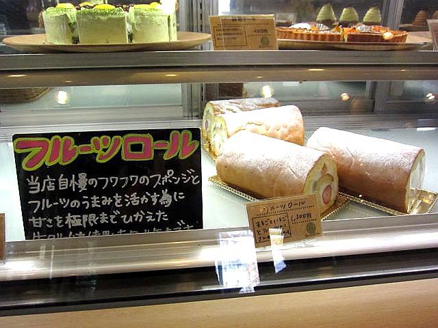 店中1階 ケーキ売り場 ロールケーキ