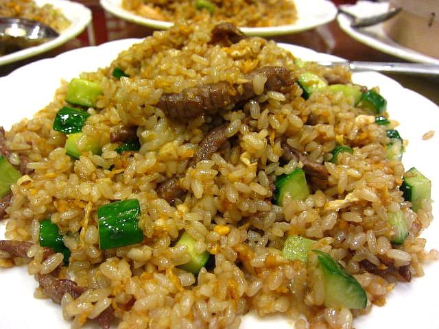 牛肉とキュウリのニンニク炒飯 1200円