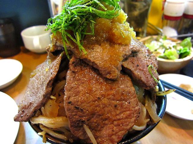1kg特盛ステーキ丼 アップ