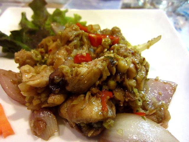 鶏肉のレモングラス炒め(モアン・チャー・クダウ)