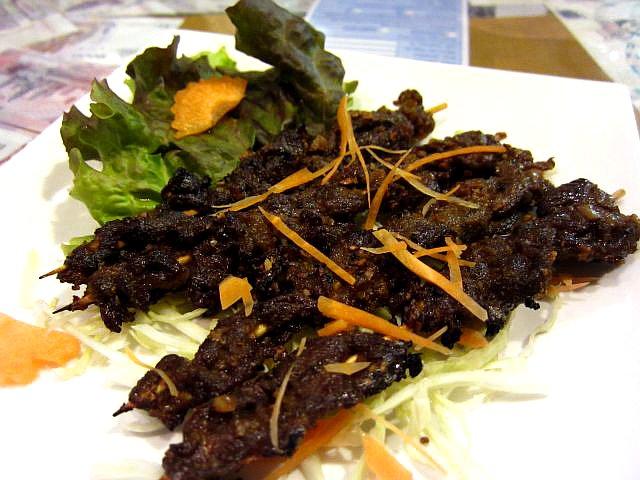 牛肉の串焼き(サッコー・アーン)