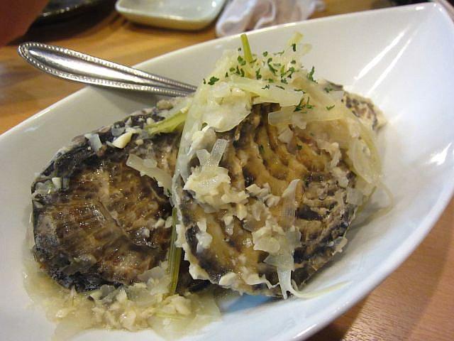 牡蠣の白ワイン蒸し(2個入) 680円