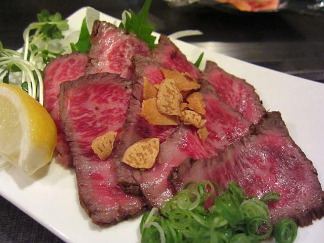 国産牛もも肉のタタキ 980円
