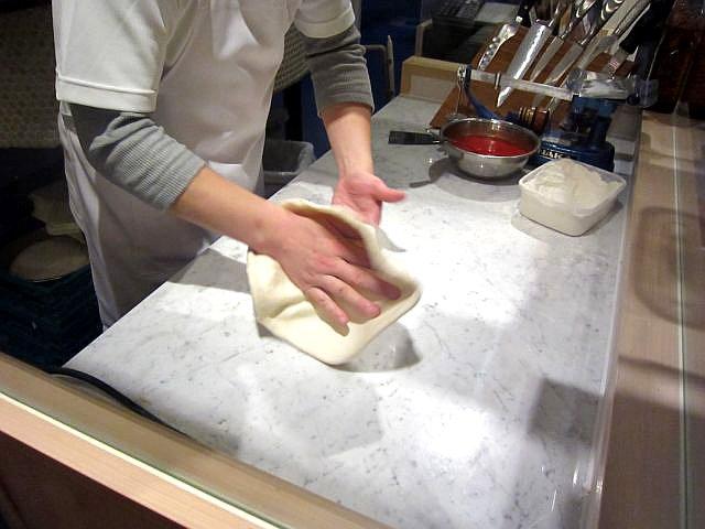 高木さんのピザ作り