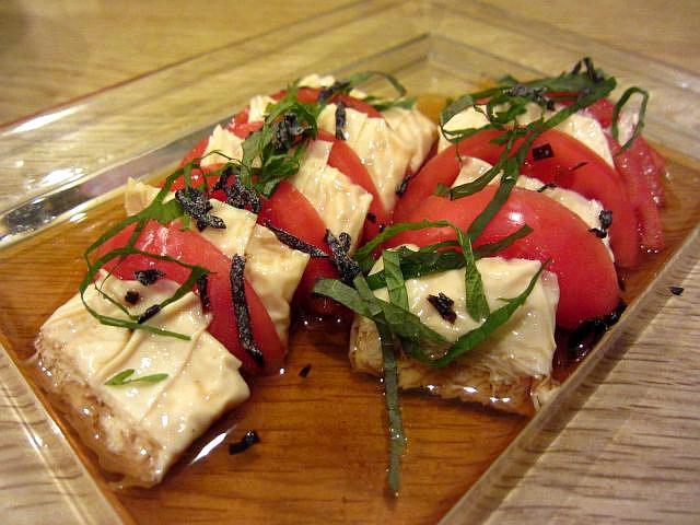 トマトと湯葉のカルパッチョ 682円