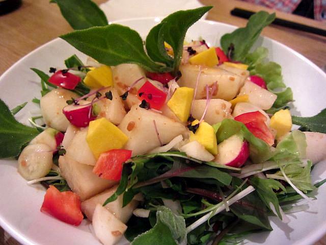 野菜ソムリエおすすめサラダ 1皿924円、写真約1.8倍量