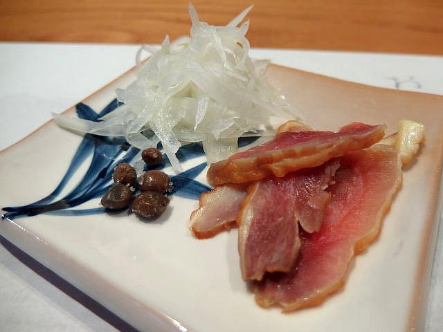 淡海地鶏メスのスネ肉の燻製