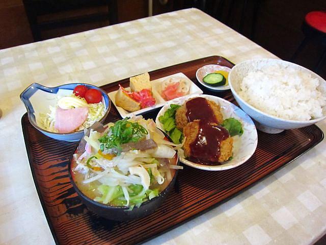 豚汁(小)定食 コロッケ付 550円
