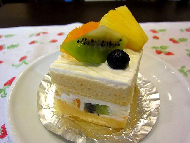 季節のフルーツのショートケーキ 400円