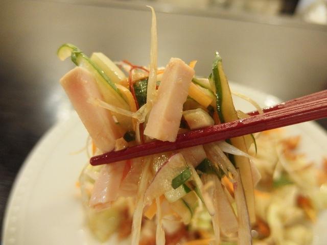 蒸し鶏の冷菜 サラダ仕立て お箸持ち