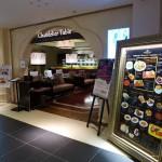 大阪市北区角田町  『シャンデリアテーブル』  すごくゴージャスなシャンデリアのお店、すごくいい空間です。