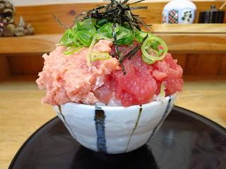 魚楽 マグロ2色丼
