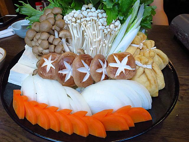 情熱うどん讃州 豊崎本店 鱧すき鍋野菜盛
