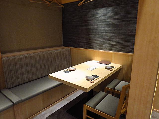 鮨 たくま テーブル席