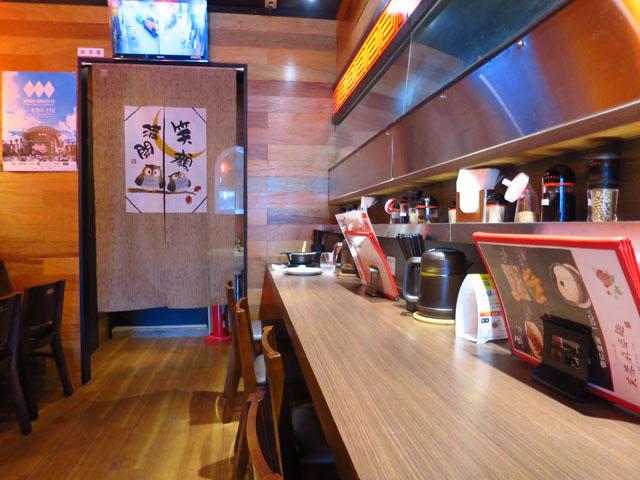 芙蓉麻婆麺 店中カウンター