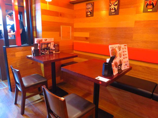 芙蓉麻婆麺 店中テーブル席
