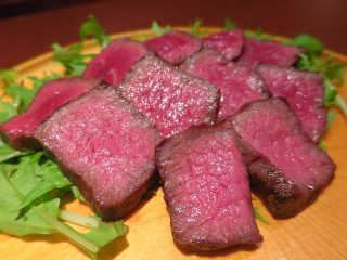 楽食楽酒 iwakoro (イワコロ)奥出雲和牛イチボの炭焼きアップ