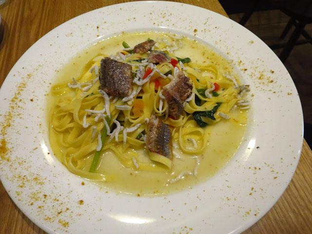 サルメリアピザ29 炙り秋刀魚と茨木産空心菜のフィットチーネ