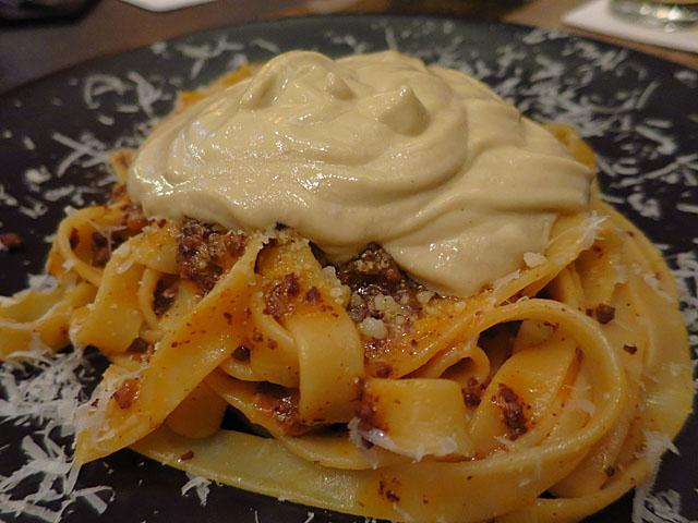 熟成肉 Bacco 自家製ボロネーゼとフォアグラエスプーマのタリアテッレ2