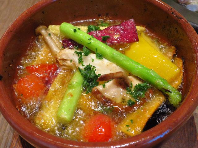 野菜と…ビストロ Baarm(バーム)旬野菜のアヒージョ