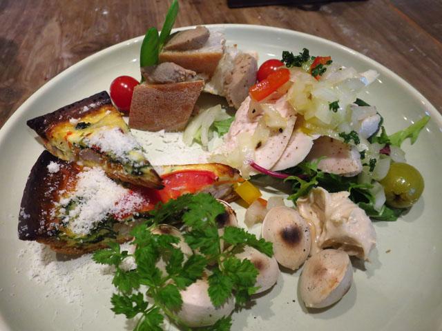 野菜と…ビストロ Baarm(バーム)野菜が主役の前菜盛合せ