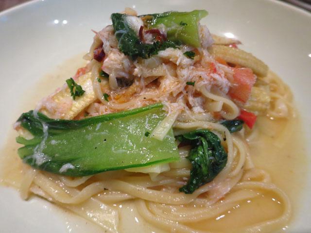 野菜と…ビストロ Baarm(バーム)蟹と青梗菜のパスタ